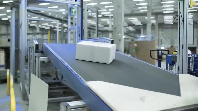 Современный парк автономных мобильных роботов взгляните на ежедневную работу сортировочных машин