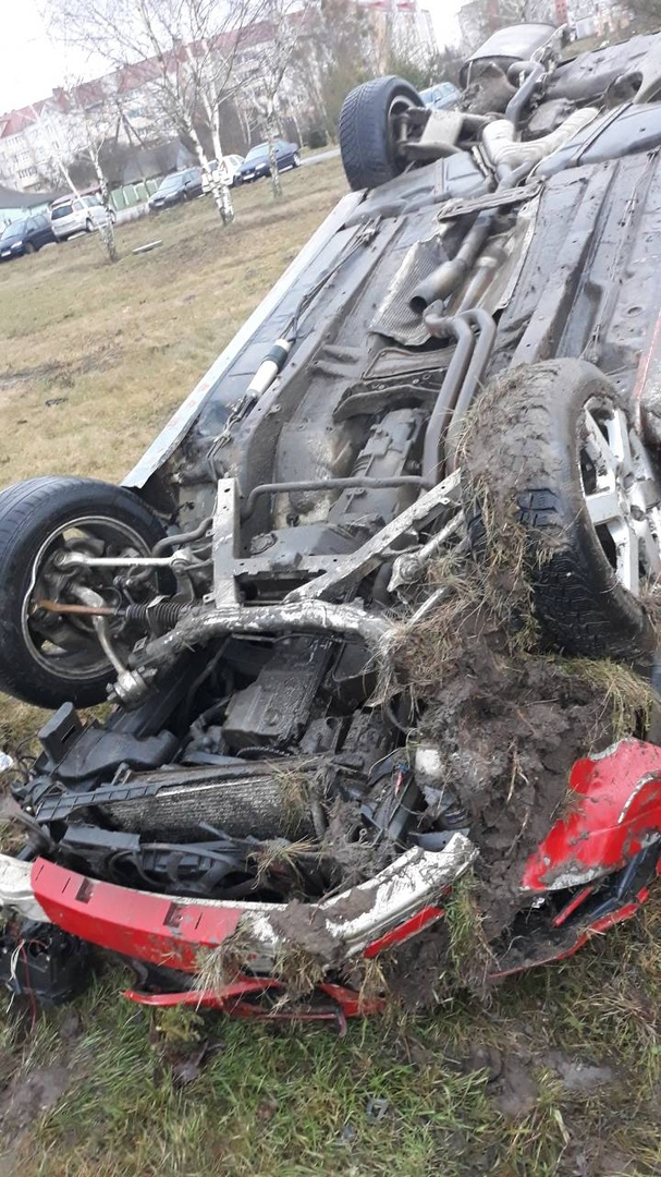 В Берёзе автомобиль БМВ перевернулся, водитель сбежал. А потом было возгорание