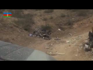 Минобороны Азербайджана публикует кадры вывоза поврежденной техники ВС Армении/НКР из состава уничтоженной колонны.