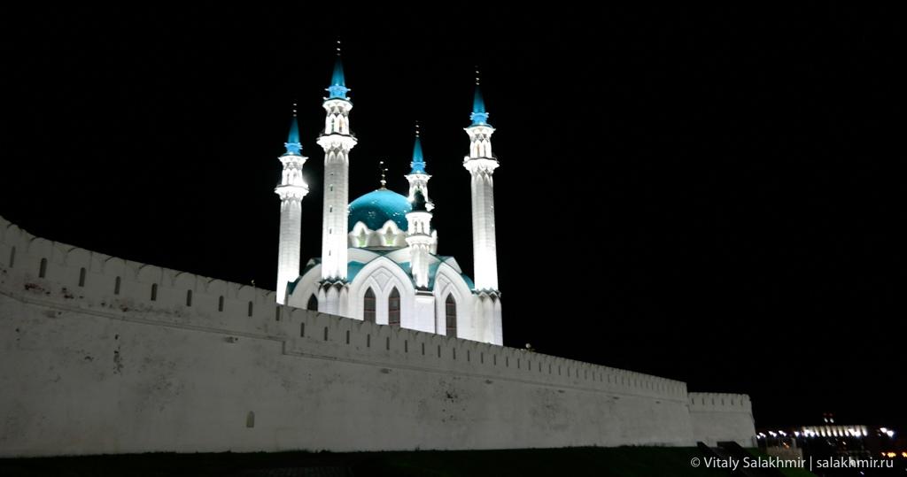 Мечеть Кул-Шариф в ночном освещении, Казань 2020