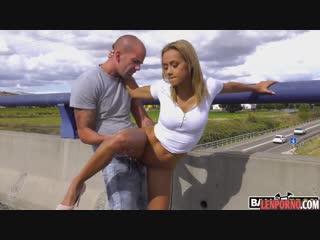 Блондинка отдалась лысому пикаперу порно анал на публике public anal