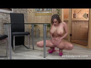 Josephine Jackson - BUSTY BABE GUSHES (Pee,piss,pissing,solo,masturbation)