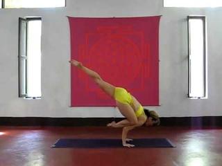 Ashtanga Yoga demonstration by Kino Macgregor