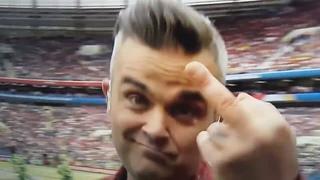 Eröffnung Fußball WM 2018 Russland - Robbie Williams Stinkefinger