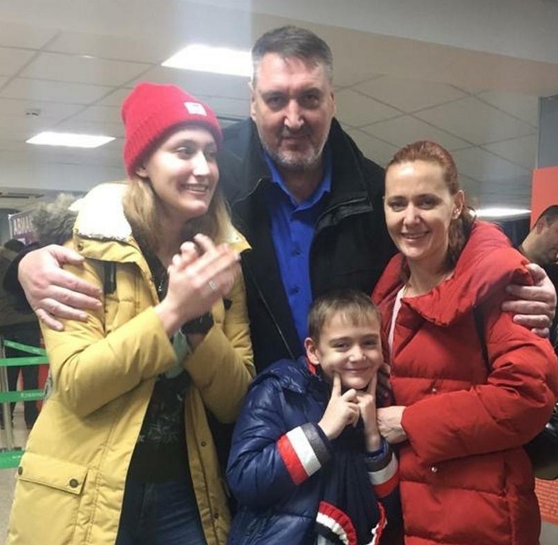 С женой Александр Степаненко с женой Татьяной и детьми Эльзой и Филиппом