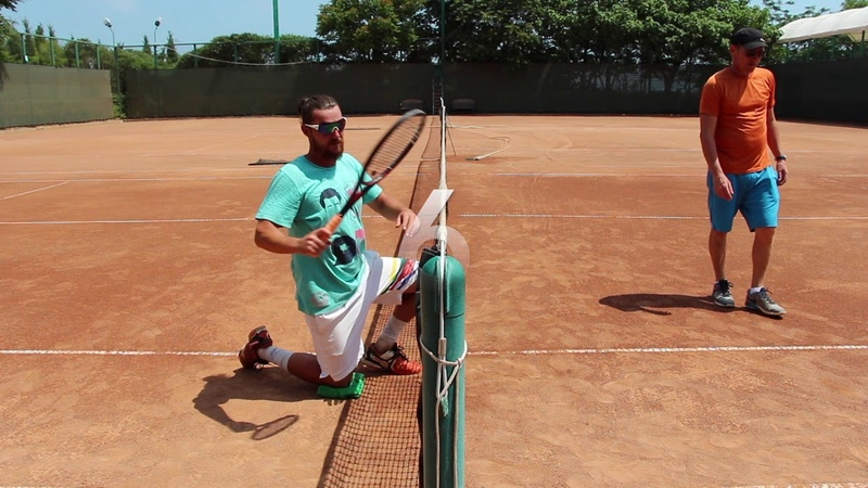 Способ удара справа в теннисе FOREHAND