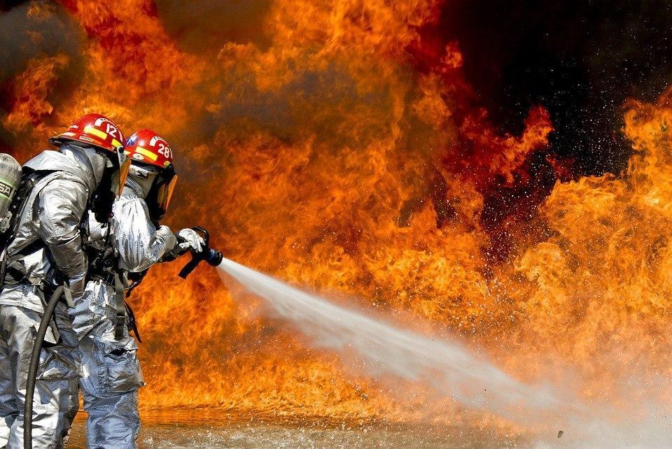 Автомобиль загорелся возле метро «Некрасовка»