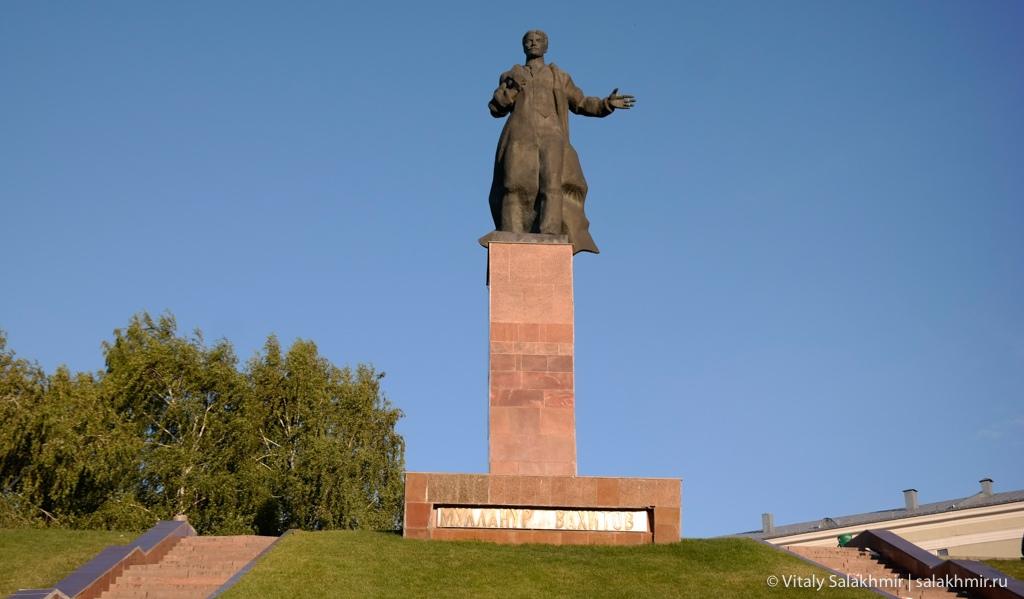 Памятник Муллануру Вахитову, Казань 2020