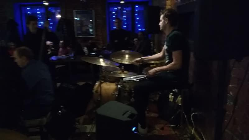 Iggy Taproom Jazz Live 11 01 2019 Соло на барабанах Григорий Шаландин grigory shalandin