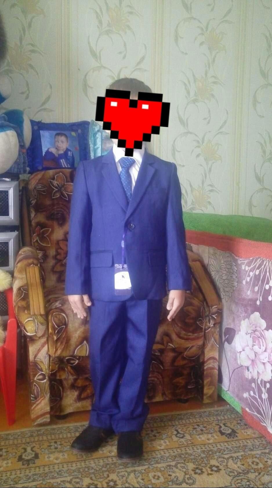 Продаю два школьных кастюма недорого.