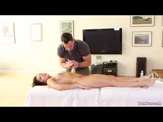 Горячая маленькая азиатка Морган Ли получает массаж,секс и сперму в кискуSexy little asian Morgan Lee has a massage and creampie