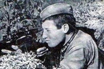 УБИЛ ТЫСЯЧУ НЕМЦЕВ Почему лучшему снайперу Великой Отечественной не дали Героя Советского Союза «Дело это трудное: снайпер обнаруживается только при выстреле, в другое время его засечь