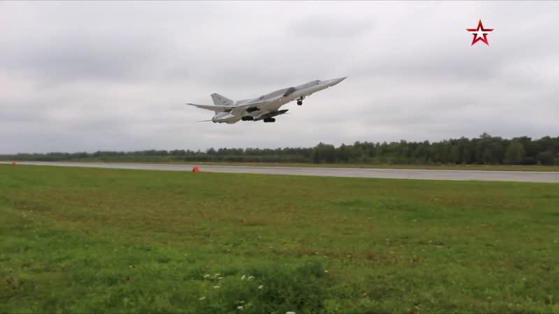 Дальние бомбардировщики Ту-22М3 ВКС РФ выполнили плановый полет в воздушном пространстве над нейтральными водами Черного моря.