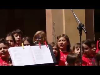 У итальянцев 2 основные песни в День Победы ЧАО , БЕЛЛА и наша КАТЮША Grazie!