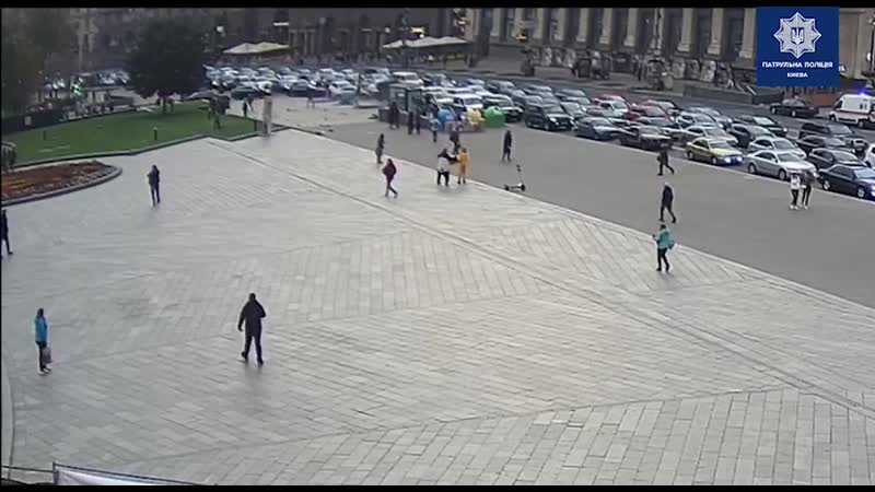 Два человека погибли трое пострадали в Киеве после того как машина влетела на Крещатике в остановку водитель был трезв