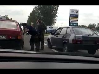 Чеченцы ??? с оружием на блокпосту. Выезд из Донецка 23 Мая