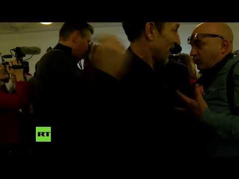 LIVE Pressekonferenz von Assanges Anwälten und seinem Vater vor der Auslieferungsanhörung in Paris