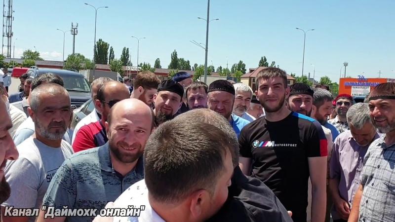 В Грозном встречают Мовсура Хасаева по ложному обвинению проведшего 1 5 года в СИЗО в Екатеринбурге