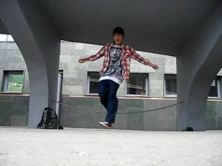 пацан танцует офигенно (таджик)
