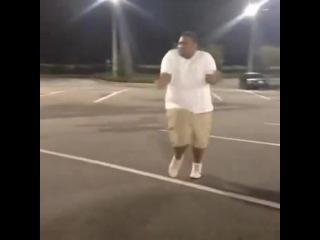 Даже толстый нигер танцует лучше тебя