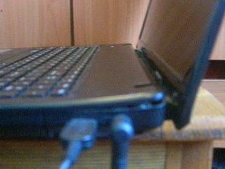Lenovo G570 При открытие и закрытие крышки выгибается корпус с лева.