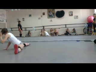 Twerk battle in dance school round 2
