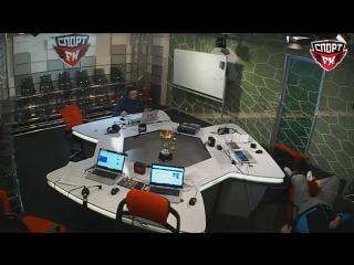 Василий Уткин упал с кресла в прямом эфире