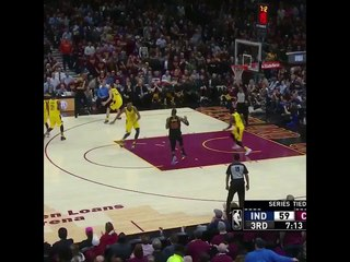 LeBron James with the insane corkscrew pass 👀... Kyle needs to finish that 😒