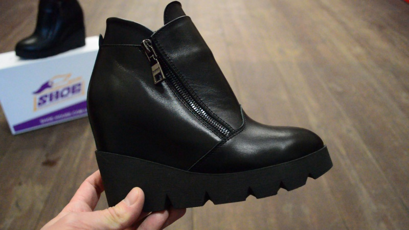 Женские кожаные зимние ботинки на танкетке Paolo Gianni