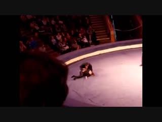 Девушка упала во время выступления