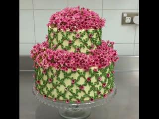 """Как украсить свадебный торт цветами. / Наша группа в ВК: """"Торты на заказ. Мировые шедевры""""."""