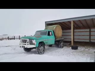 How to unload a round bale with perfect timing!