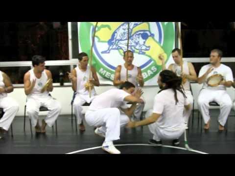 Capoeira SAntista roda na sede 05 02 11 Mestres PEdro e Nene