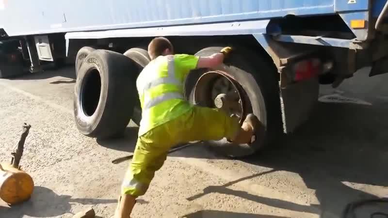 Быстрая замена покрышки на грузовике scnhfz pfvtyf gjrhsirb yf uhepjdbrt scnhfz pfvtyf gjrhsirb yf uhepjdbrt scnhfz pfvtyf gj