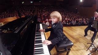 Юный пианист и композитор.Young pianist and composer.젊은 피아니스트와 작곡가.若いピアニストと作曲家。Енисей, Мысин,