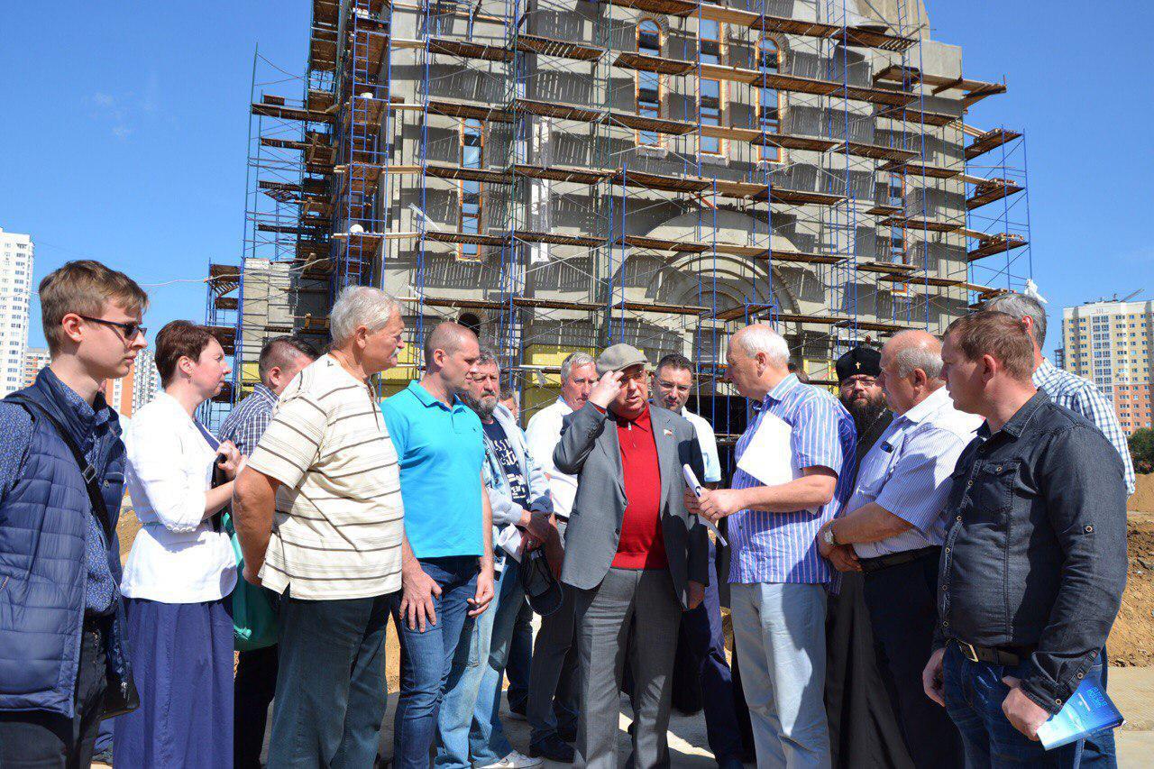 Владимир Ресин посетил стройплощадку храма в Некрасовке