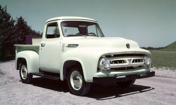 Второе поколение (19531956) пикапов FORD серии F. В 1953 году начался выпуск автомобилей нового поколения F-серии, которое было полностью переработано: увеличены габариты, улучшены двигатели и