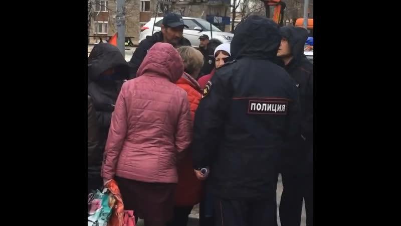 Бабушек пакует полиция в День рождения Ленина с моими коментами