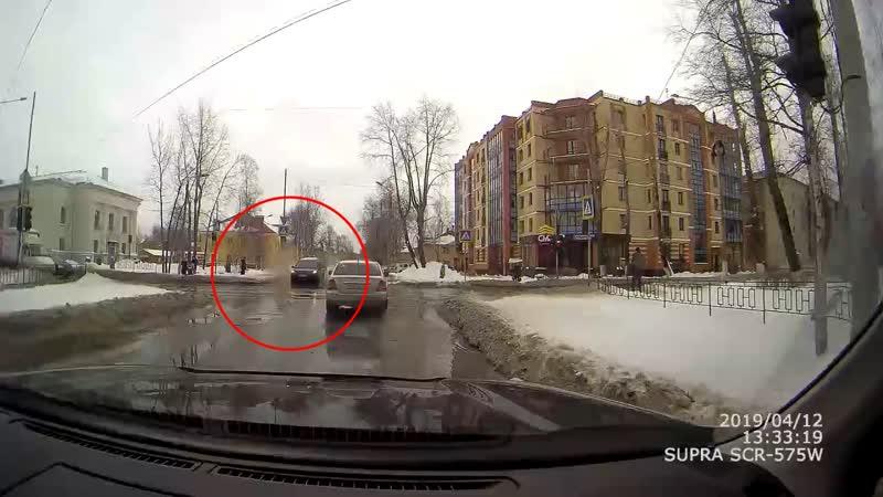 Обрызгал пешеходов Северодвинск