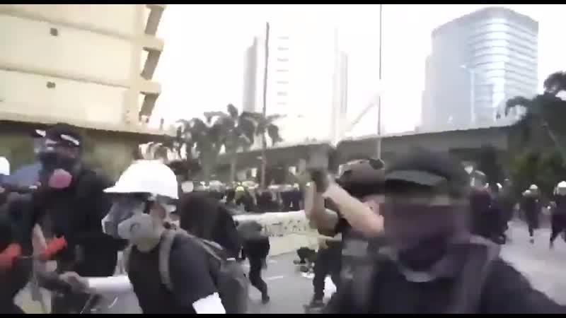 Мирные протесты в Гонконге
