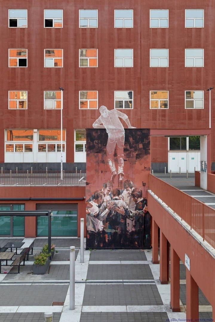 Climbing Man Installation by  Edoardo Tresoldi