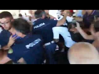 Фанаты Кальяри встречают Наинголлана