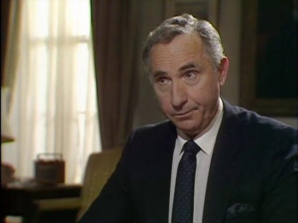 Да, господин премьер-министр (1986). Курильщики - это народные благотворители!