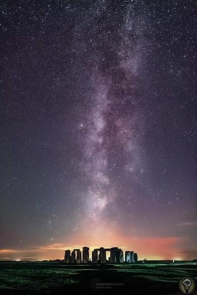 Млечный путь над Стоунхенджем (Великобритания, графство Уилтшир).