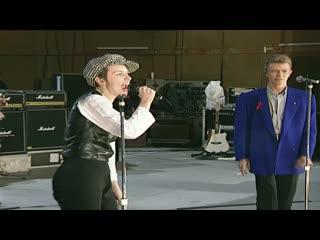 Queen + David Bowie & Annie Lennox - Under Pressure
