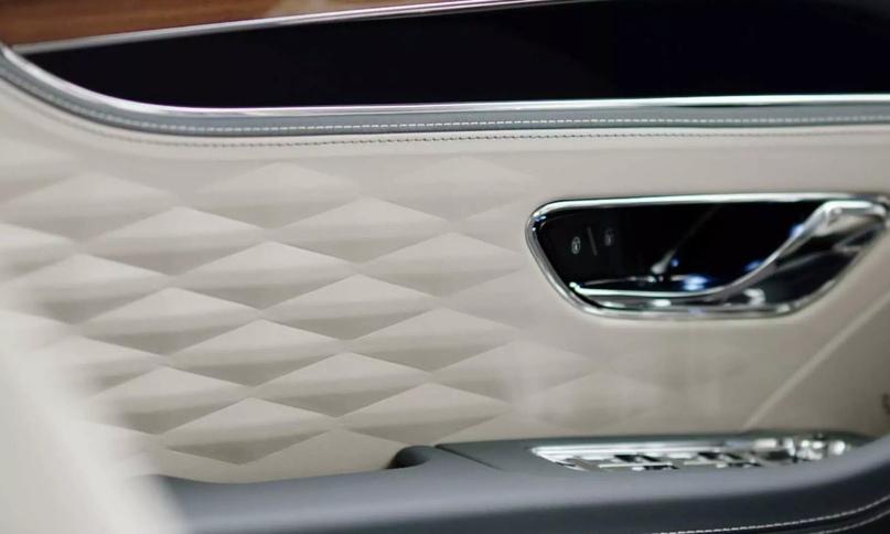 Bentley Flying Spur III и важные факты, изображение №9
