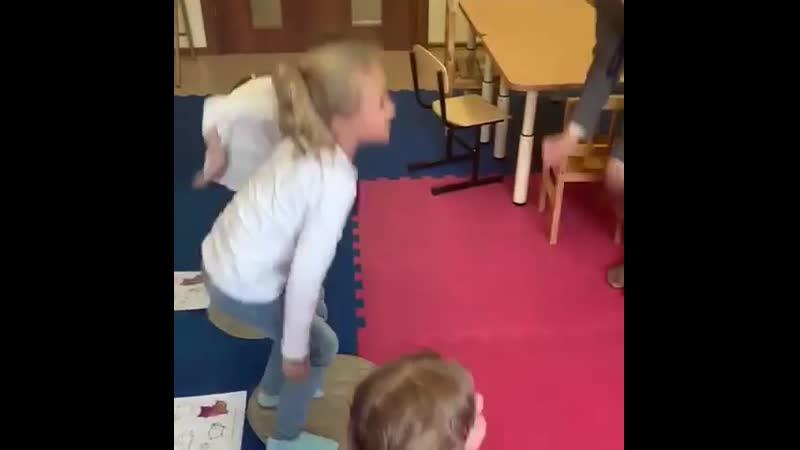 Открытый урок английского языка у пятилеток Родители и дети довольны ☎ 375 90 78 🏢 Тюленина 22 м н Родники abc cente