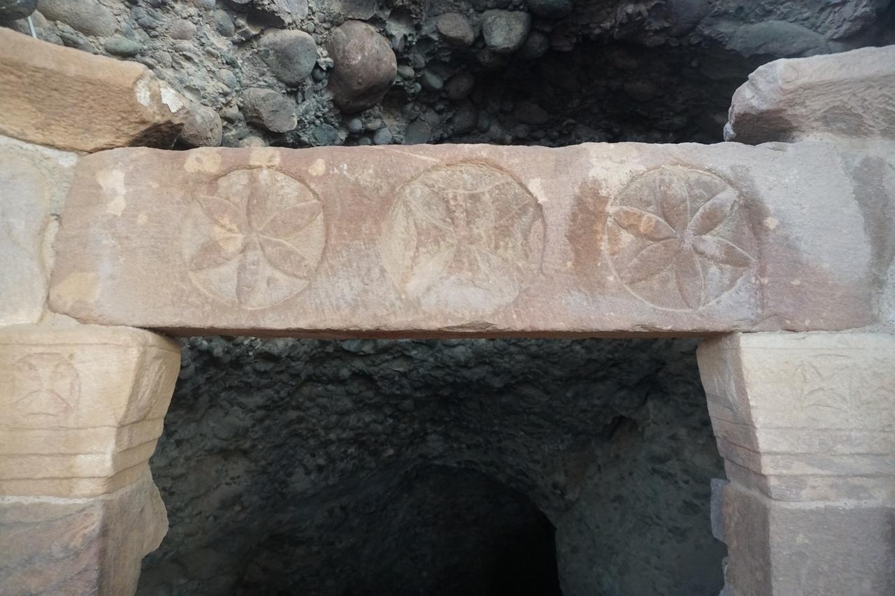 Пещера библейского Лота в Иордании пещере, пещера, пещеру, Пещера, город, который, этого, Мертвого, места, столб, дорога, соляной, всего, через, монастыря, существует, Реконструкция, территории, церкви, самое
