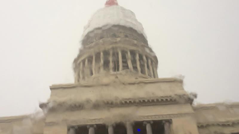 Гаванский Капитолий под проливным тропическим дождем