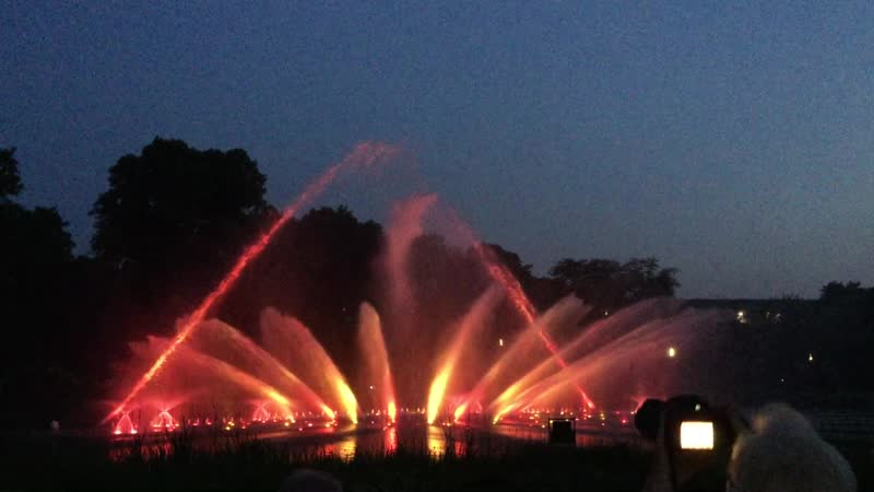 Поющие фонтаны Wasserlichtkonzerten Planten un Blomen